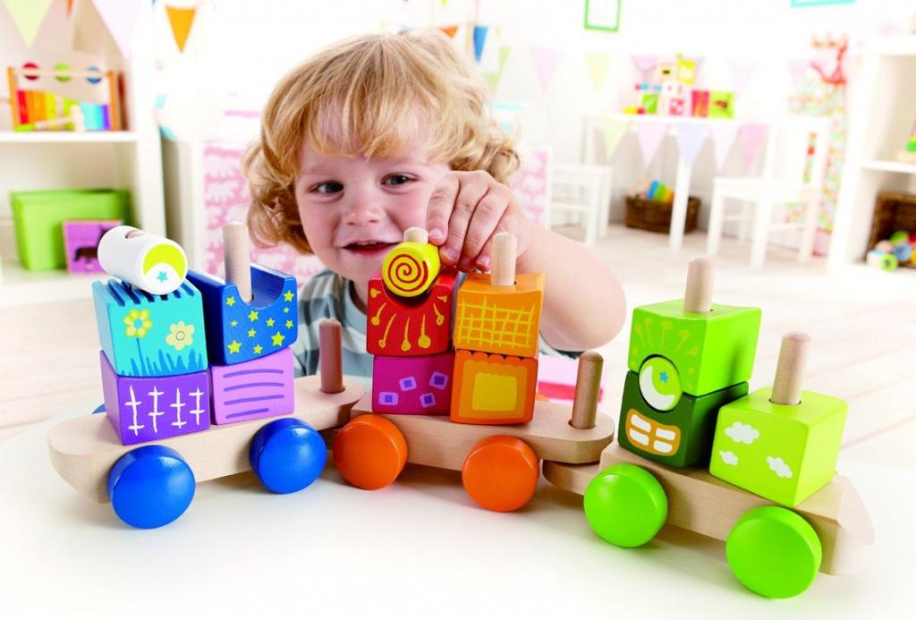 Ребенок и игрушки